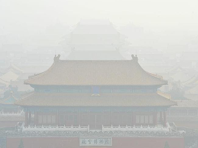 Sightseeing is not easy when you have to deal with smog. View of the Palace Museum in hea