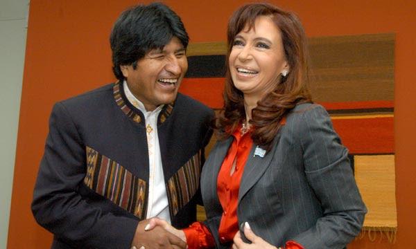 17-05-08 Lima, Peru- La presidenta de la Nacion, Cristina Fernandez de Kirchner junto al presidente de Bolivia, Evo Morales.
