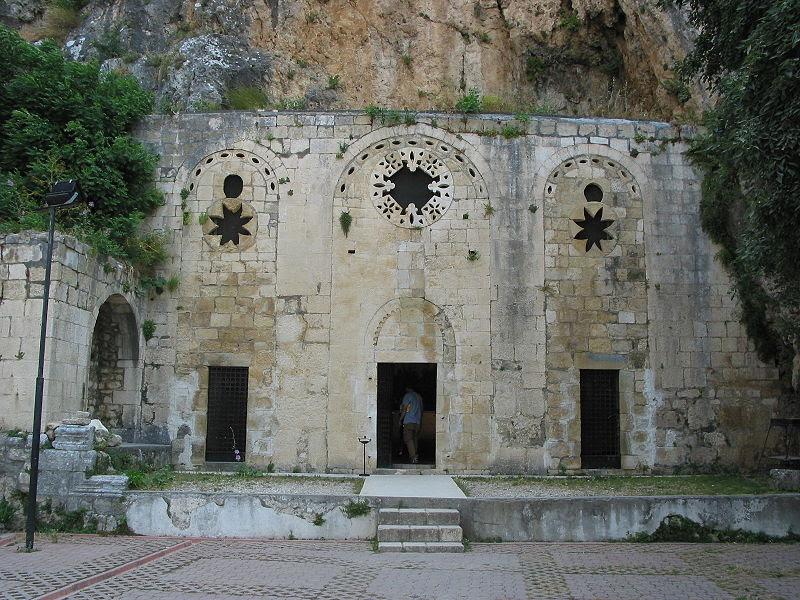 http://turkiyenintarihieserleri.files.wordpress.com/2010/12/800px-antioch_saint_pierre_church_front1.jpg?w=1000
