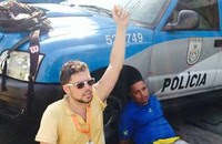 Repórter do Globo é preso ao registrar ação (Athos Moura/Divulgação)