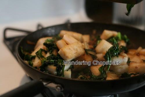 Banh Bot Khoai Mon Chien Xao Cai Xoan (Vietnamese Fried Taro Cake Stir-Fried with Kale) 16