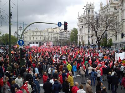 La manifestación del Día Internacional del Trabajo llega al Palacio de Cibeles. JAIRO VARGAS