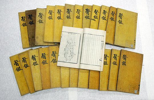 추사 김정희의 저술 '안질조치대법'의 토대가 된 동의보감. / 조선일보 DB