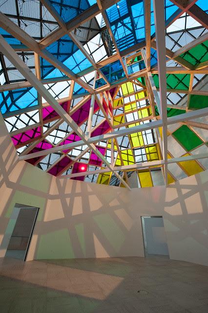 "DANIEL BUREN ""ARCHITECTURE, CONTRE-ARCHITECTURE : TRANSPOSITION"" . TRAVAIL IN SITU"