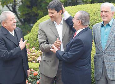 Lula observa cumprimento entre Haddad e Maluf; ao lado, o vereador Wadih Mutran (PP), vice-líder da gestão Celso Pitta (97-2000)