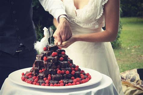21 Beautiful Wedding Desserts That Are Better Than