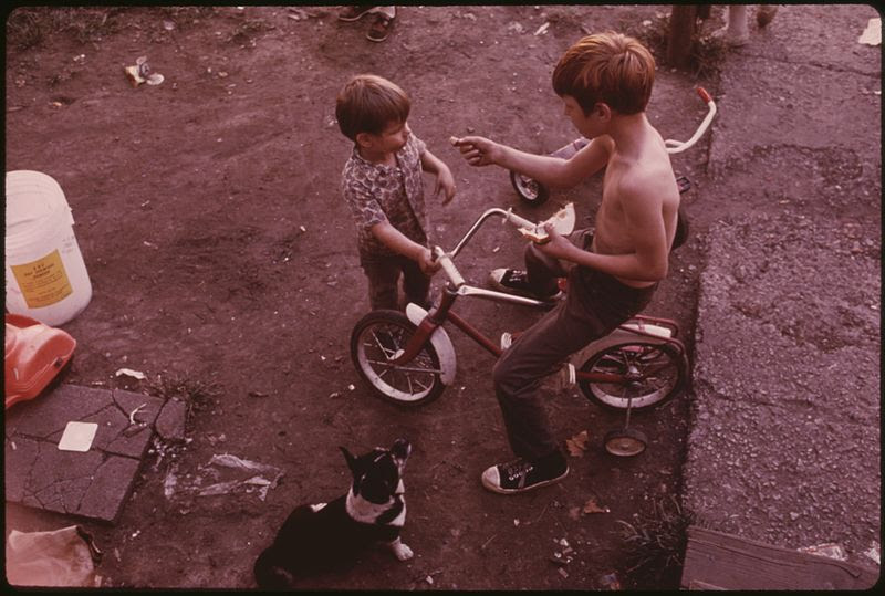 File:CHILDREN PLAY IN MULKY SQUARE, A LOW-INCOME AREA SOON TO BE TORN UP TO MAKE WAY FOR A NEW INTERSTATE HIGHWAY - NARA - 553526.jpg
