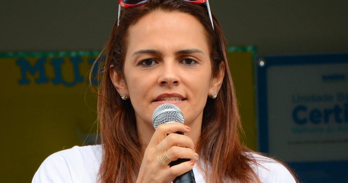 Resultado de imagem para secretária municipal de Educação, Carmem Neto