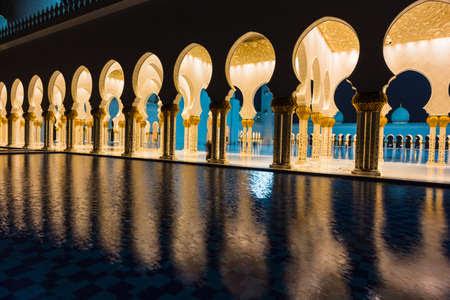 http://us.123rf.com/450wm/alan64/alan641312/alan64131200085/24376522-abu-dhabi-uae--nov-5-the-shaikh-zayed-mosque-on-the-november-5-2013-in-abu-dhabi-this-is-largest-mos.jpg