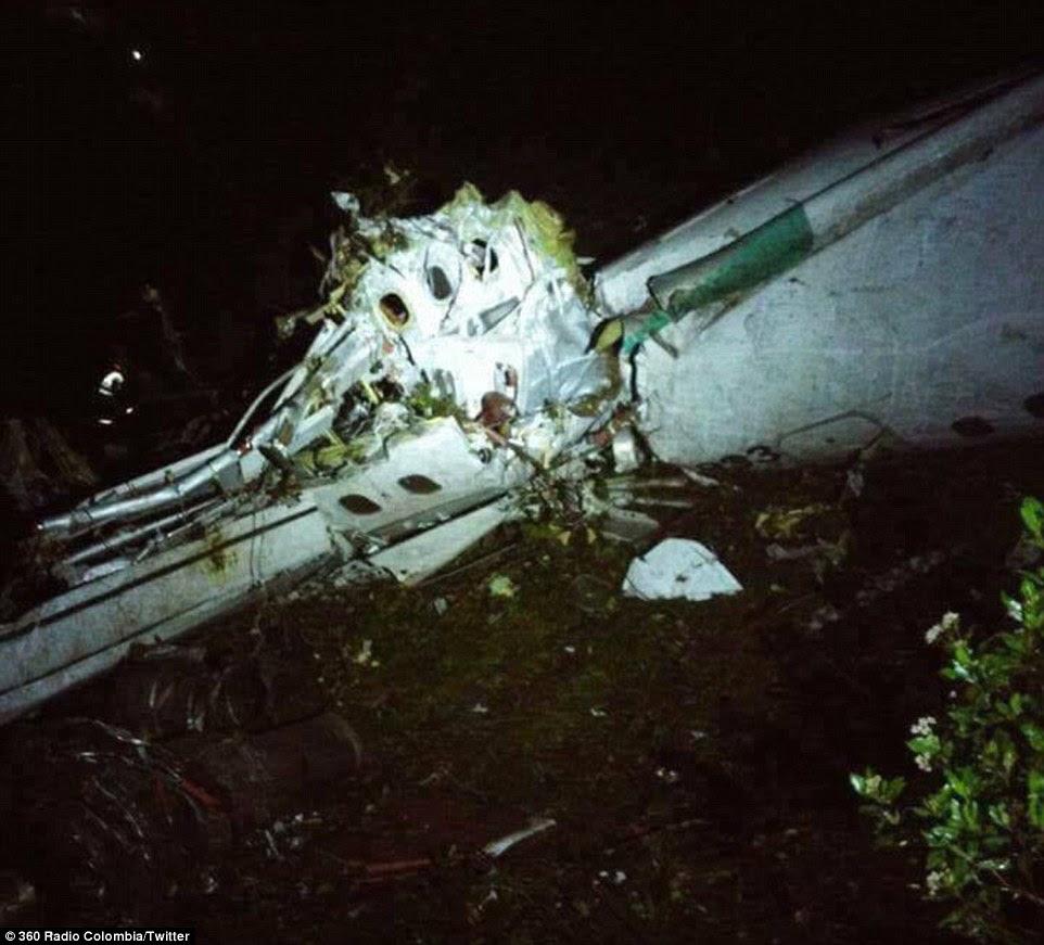 Naufrágio: Um avião que transportava 72 passageiros, incluindo a seleção brasileira de futebol primeira divisão Chapecoense caiu na Colômbia