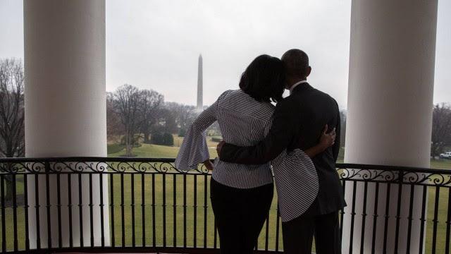 Michelle abraçou o marido para dar adeus