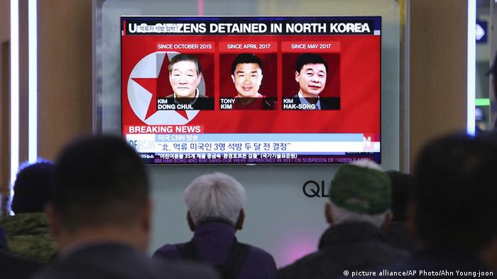 In Nordkorea inhaftierte US-Amerikaner Kim Dong Chul, left, Tony Kim und Kim Hak Song (picture alliance/AP Photo/Ahn Young-joon)