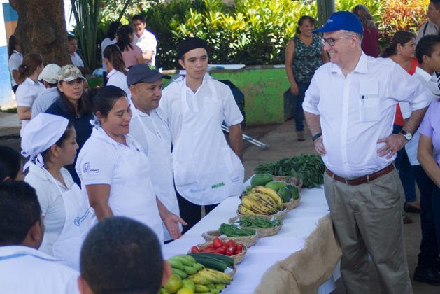 FAO Regional Representative for Latin America and the Caribbean Julio Berdegué visited the rural school in Pepenance, in western El Salvador, which has become a model in healthy eating, within El Salvador's programme of sustainable schools. Credit: Edgardo Ayala / IPS