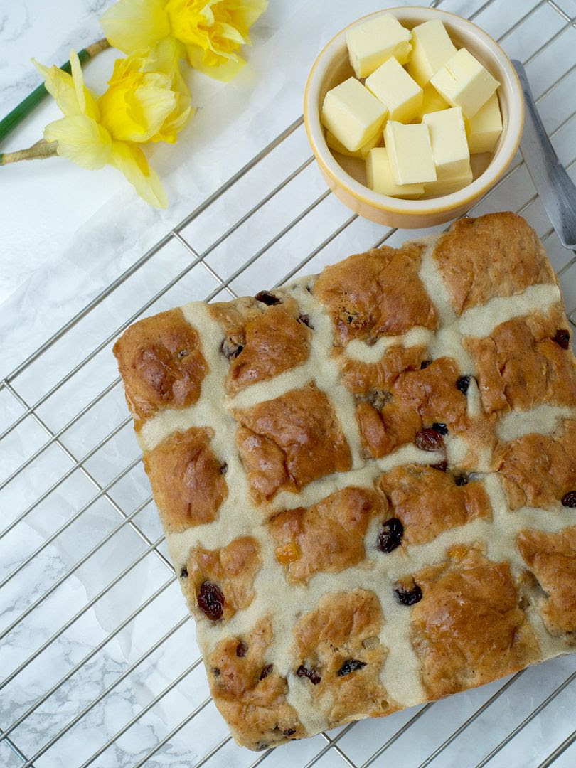 Easy Peasy No knead Hot Cross Buns