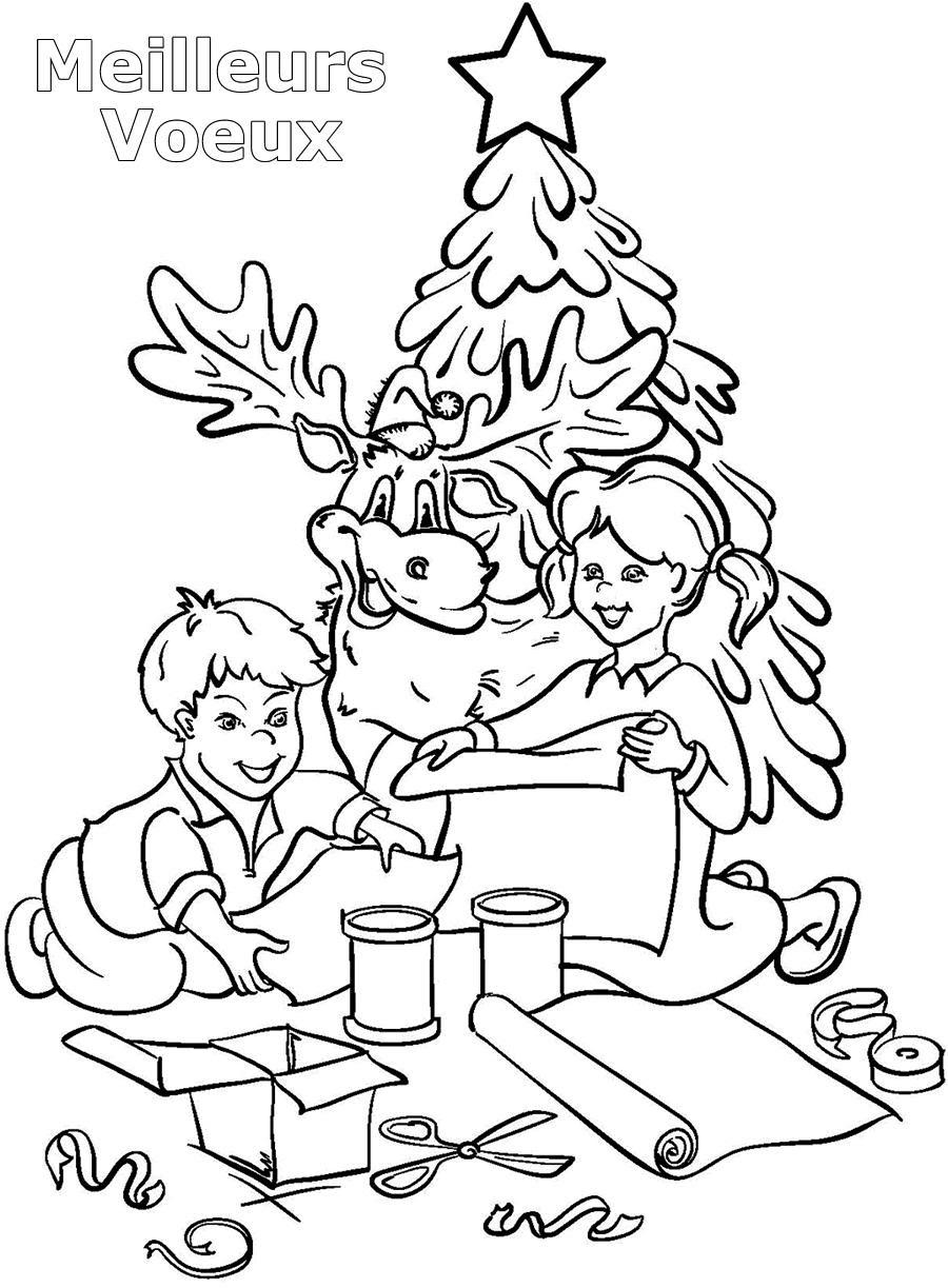 coloriage les enfants emballent leurs cadeaux de noel