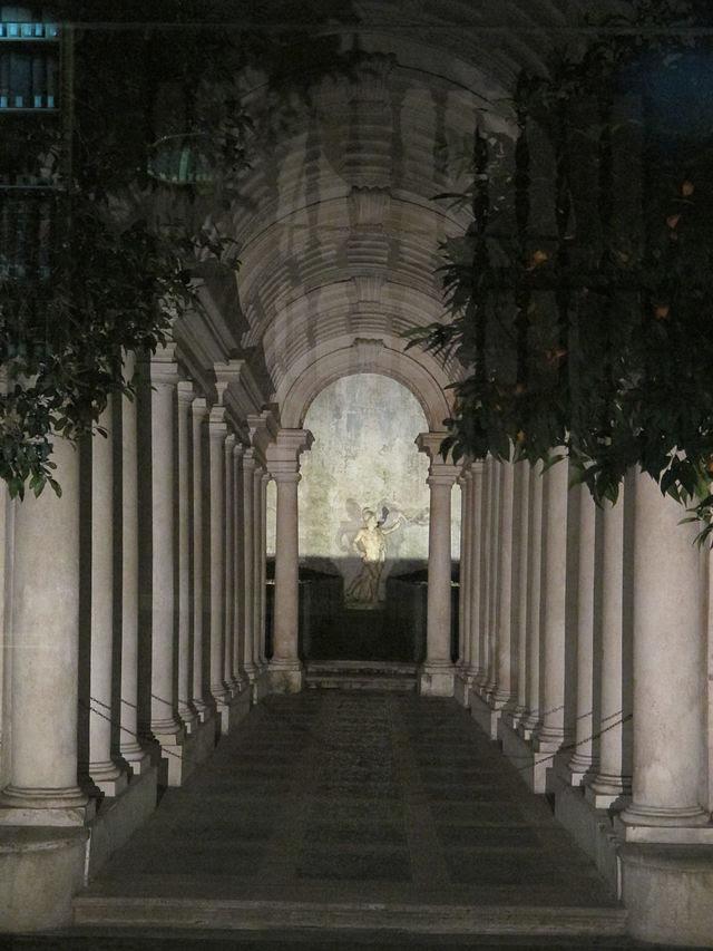 Palazzo svärd på natten, galleri borromini.JPG