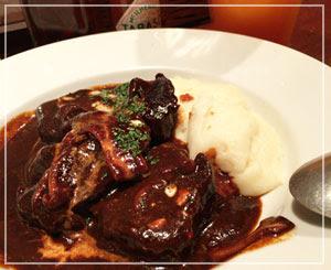 津田沼「海賊の台所」にて、10食限定牛タン煮込み。うまっ!