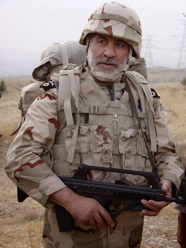 Una foto reciente dado a conocer en Internet muestra a un soldado iraní armado con el nuevo fusil calibre 5.56mm bullpup asalto de fabricación iraní KH-2002 Kyaybar o Khyber. Este rifle de asalto es un desarrollo reciente de la Organización de la Industria de Defensa iraní.