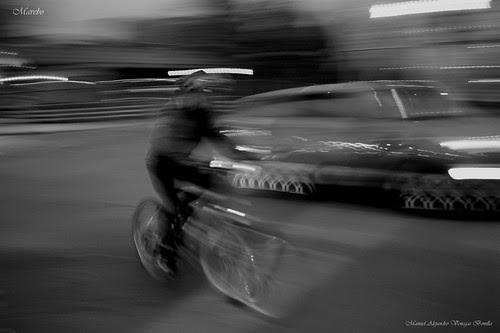 Ciclista de noche, Santiago de Chile by Alejandro Bonilla