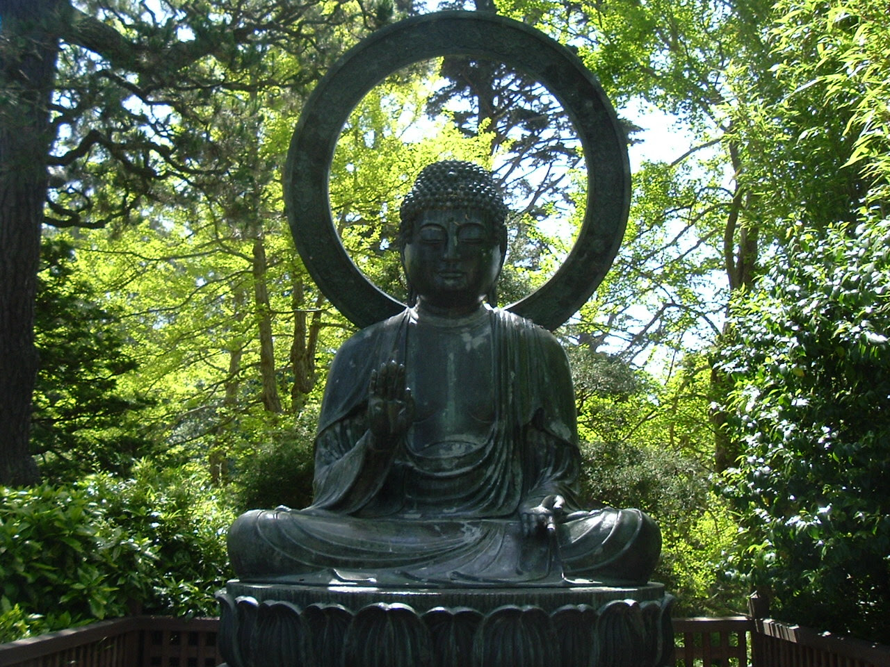 The Buddha S Face Www Thebuddhasface Co Uk The Use Of Buddhas In Gardens And Garden Design