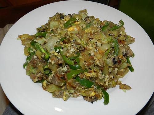 Fried spuds, white pudding, onion, garlic, mushrooms, green pepper, iceberg lettuce, eggs, veggie stock