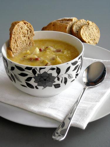 Zuppa di cavolo cappuccio e pancetta