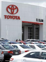 日本勢の攻勢が販売を底上げ(米カリフォルニア州のトヨタ販売店)=ロイター