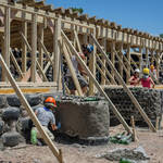 ECOESCUELA. En su construcción también se usaron 2.000 metros cuadrados de cartón y 8.000 latas de aluminio.