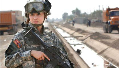 Una soldado estadounidense en Irak en una imagen de 2005.