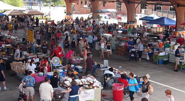 Shreveport Farmers' Market http://commons.wikimedia.org/wiki/File:Shreveport_Farmers%27_Market.jpg