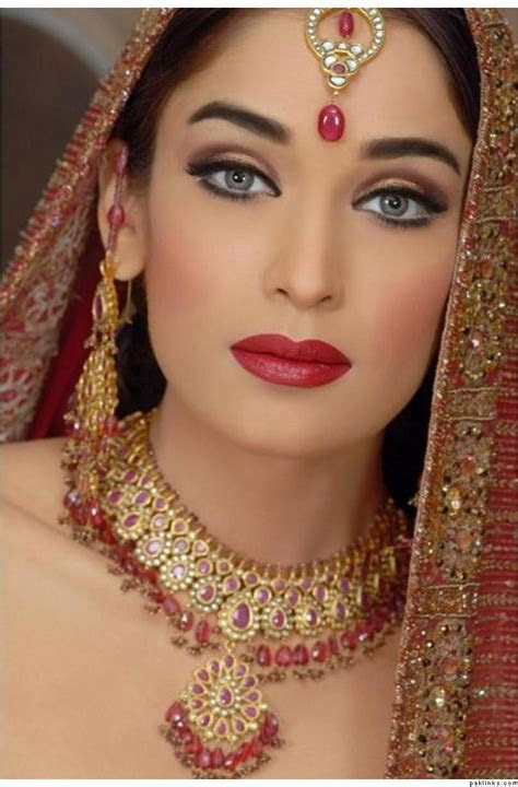 Latest Dulhan Makeup by Kashee?s Beauty Parlour ? Complete