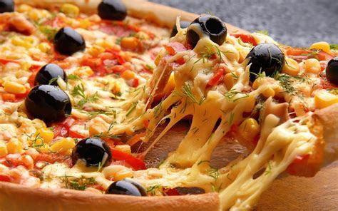 Chicken Tikka Cheese Pizza   YouTube