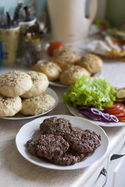 Hamburgeritegu: kõik koostisosad / Making hamburgers