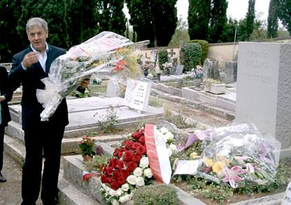 Florence: Armando Manocchia at the gravestone