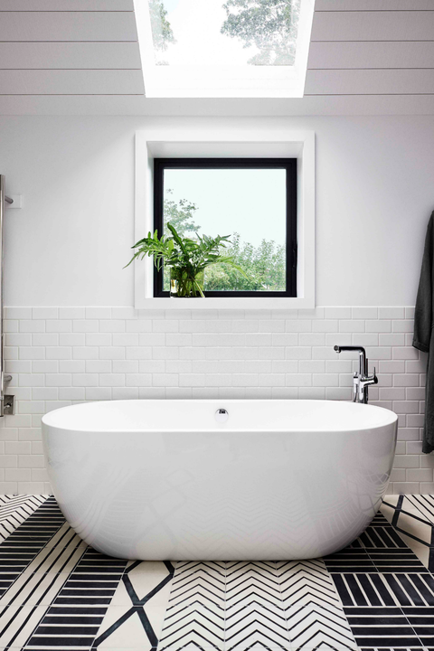 Remodeling Small Bathroom With Tub : Small Bathroom Designs With Tub By Putra Sulung Medium - This is especially true with bathroom remodels.