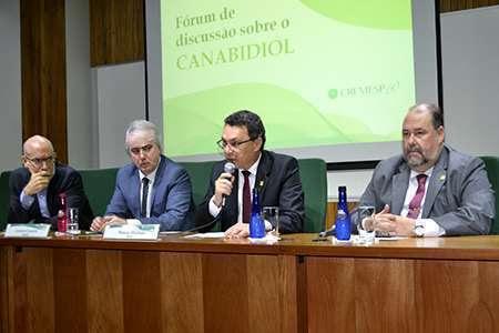 Farmacêuticos e médicos promovem discussão sobre Canabidiol