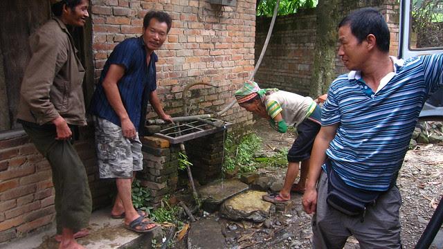 Watering station, en route from Yuanyang to Jianshui, Yunnan
