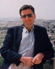 Lo storico Ephraim Karsh, molto critico con le revisioni storiche della nuova storiografia israeliana. I suoi libri non sono stati tradotti in italiano.