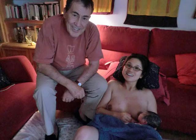Sánchez Dragó, con su mujer y su hijo recién nacido.