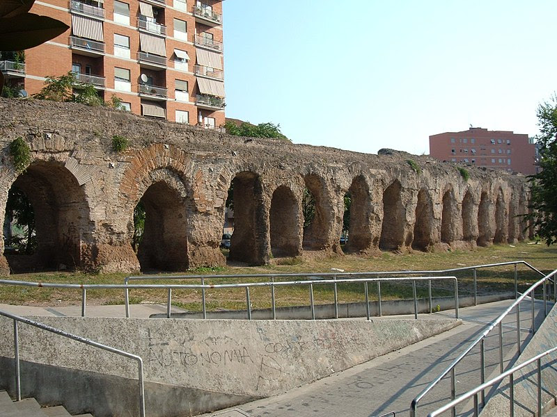 File:Acquedotto Alessandrino (a Torpignattara) 2.JPG