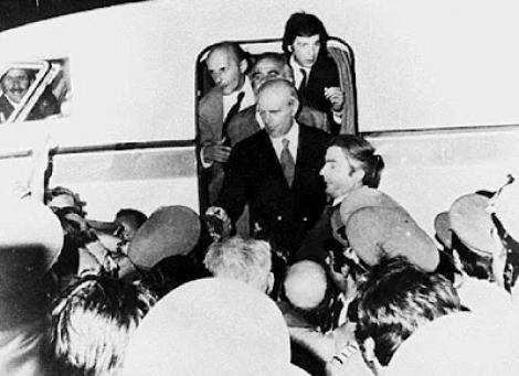 24 Ιουλίου 1974: η νύχτα που ήρθε ο Καραμανλής - Όλα όσα έγιναν και ειπώθηκαν