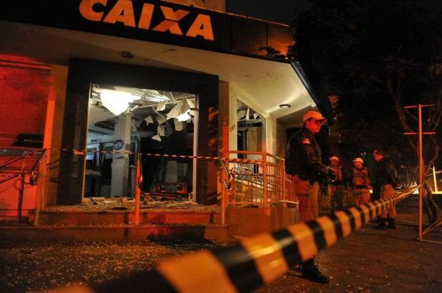 Bandidos explodem banco em Feliz e três são baleados durante ação  Bruno Alencastro/Agencia RBS