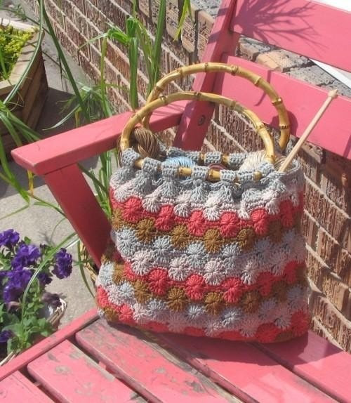 Free pattern for this beautiful Catherine Wheel tote