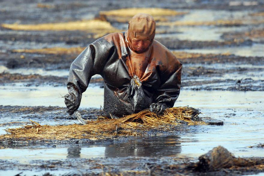 diaforetiko.gr :  22 Σπαρακτικές εικόνες του πλανήτη που θα σε κάνουν να ξανασκεφτείς που πετάς τα σκουπίδια σου.