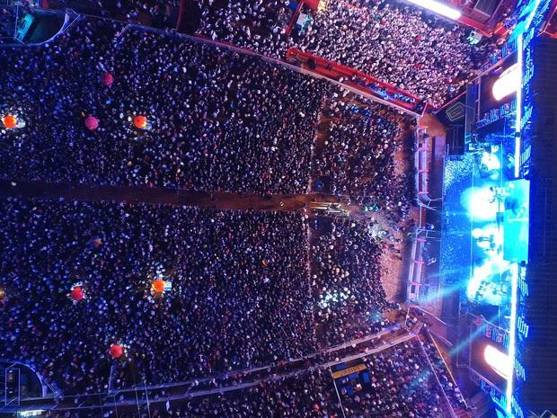 Público vibra com shows na arena de Barretos durante os 60 anos da festa (Foto: GF Drone)