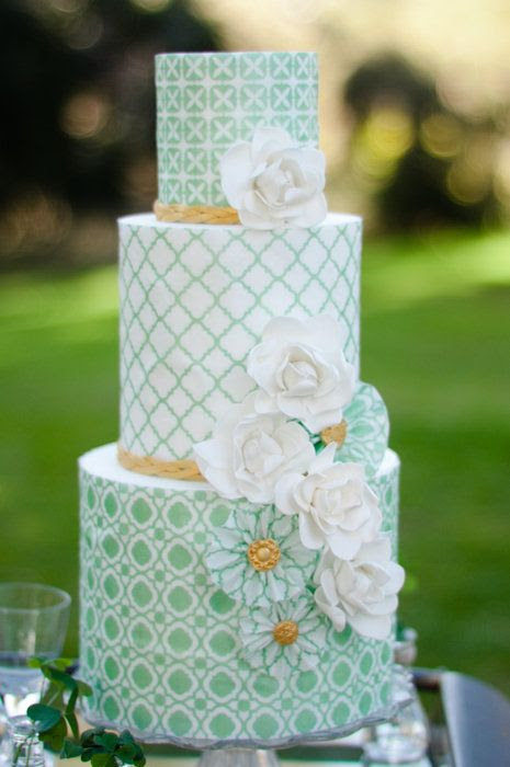 wedding cake mint green and white Fabuloso!