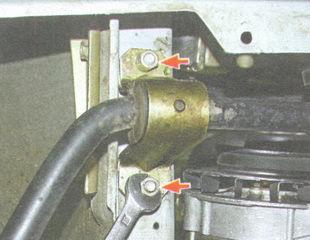 статья про Снятие и установка стабилизатора поперечной устойчивости автомобиля ВАЗ 2106