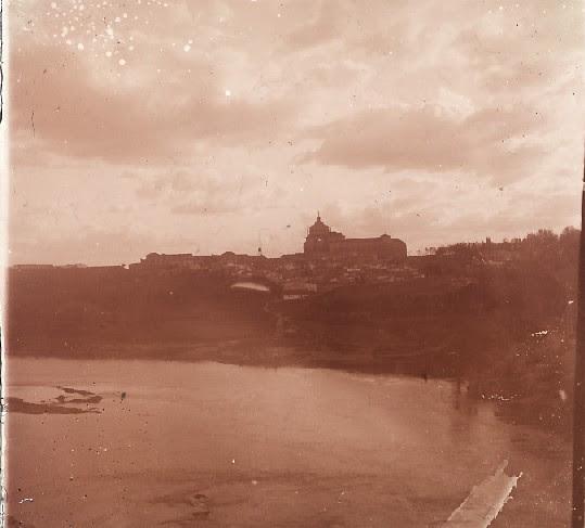 El Tajo y el Hospital Tavera en los años 20. Fotografía de Ángel del Campo Cerdán