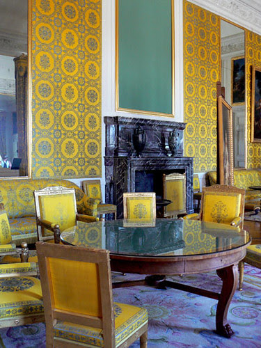 grand trianon salon jaune.jpg
