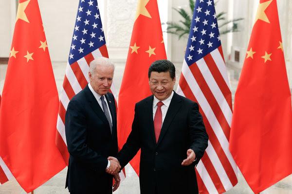 12月4日,美国副总统小约瑟夫・R・拜登与中国国家主席习近平在人民大会堂会晤。